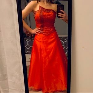 ♥️SALE♥️ EUC Long Red Formal Dress